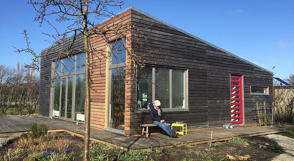 Anke Friedrich verbessert ein Ferienhaus mithilfe von Geomantie und Feng Shui für bessere Gesundheit
